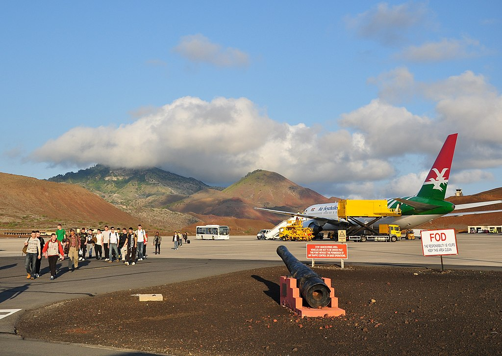 1024px ascension island, wideawake airfield (1)