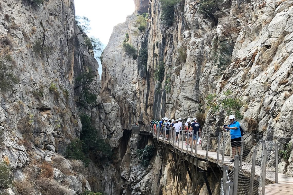 caminito del rey people on the trail