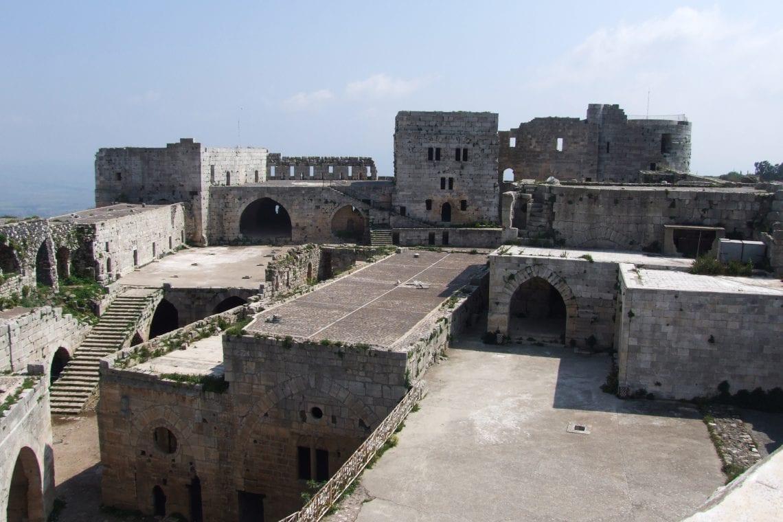 krack des chevaliers inside the castle
