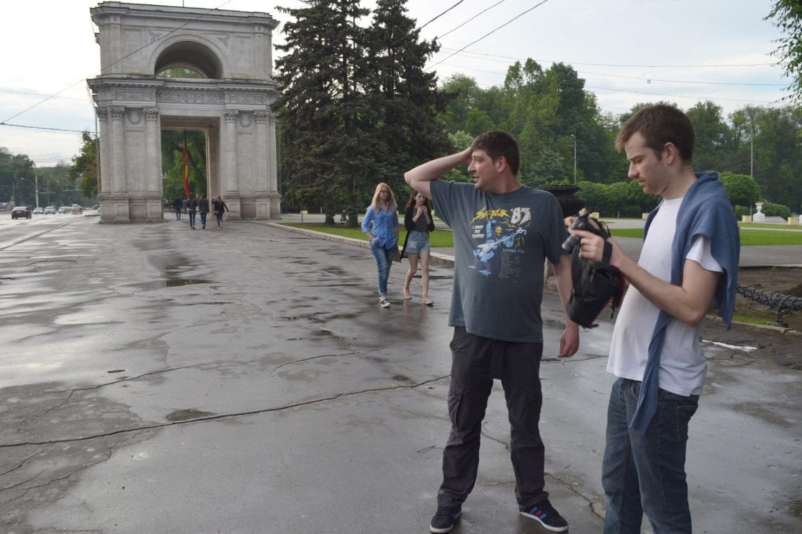 moldova dan and lee looking for the triumphal arch