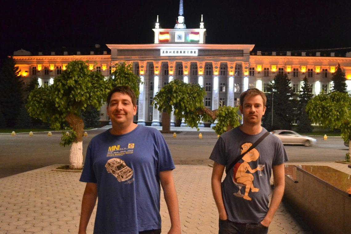 moldova lee and dan walking around tiraspol at night