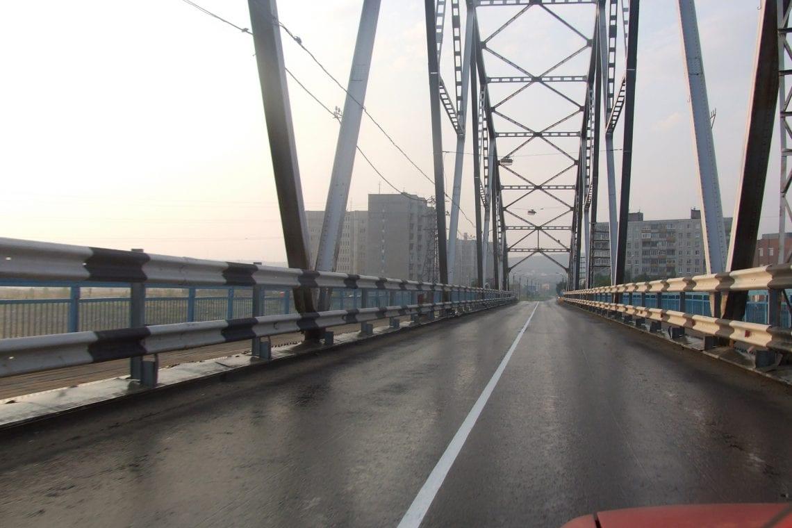 murmansk challenge driving into murmansk over the bridge