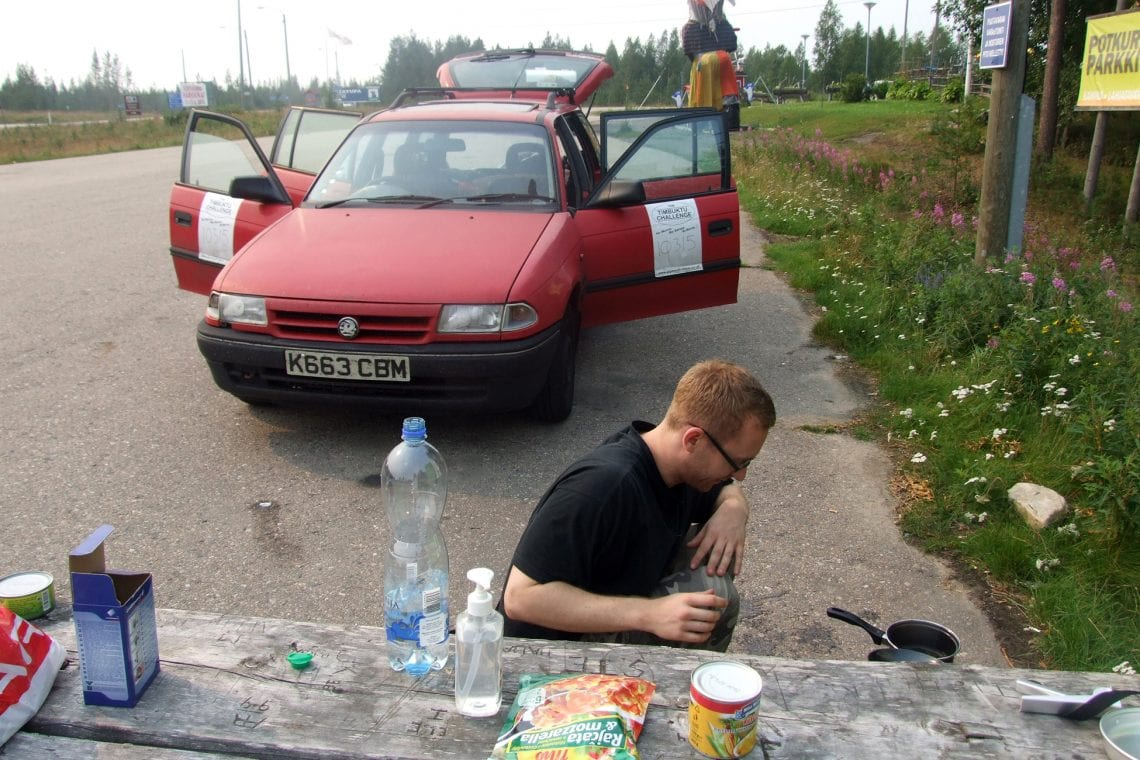 murmansk challenge george cooking on the side of the road