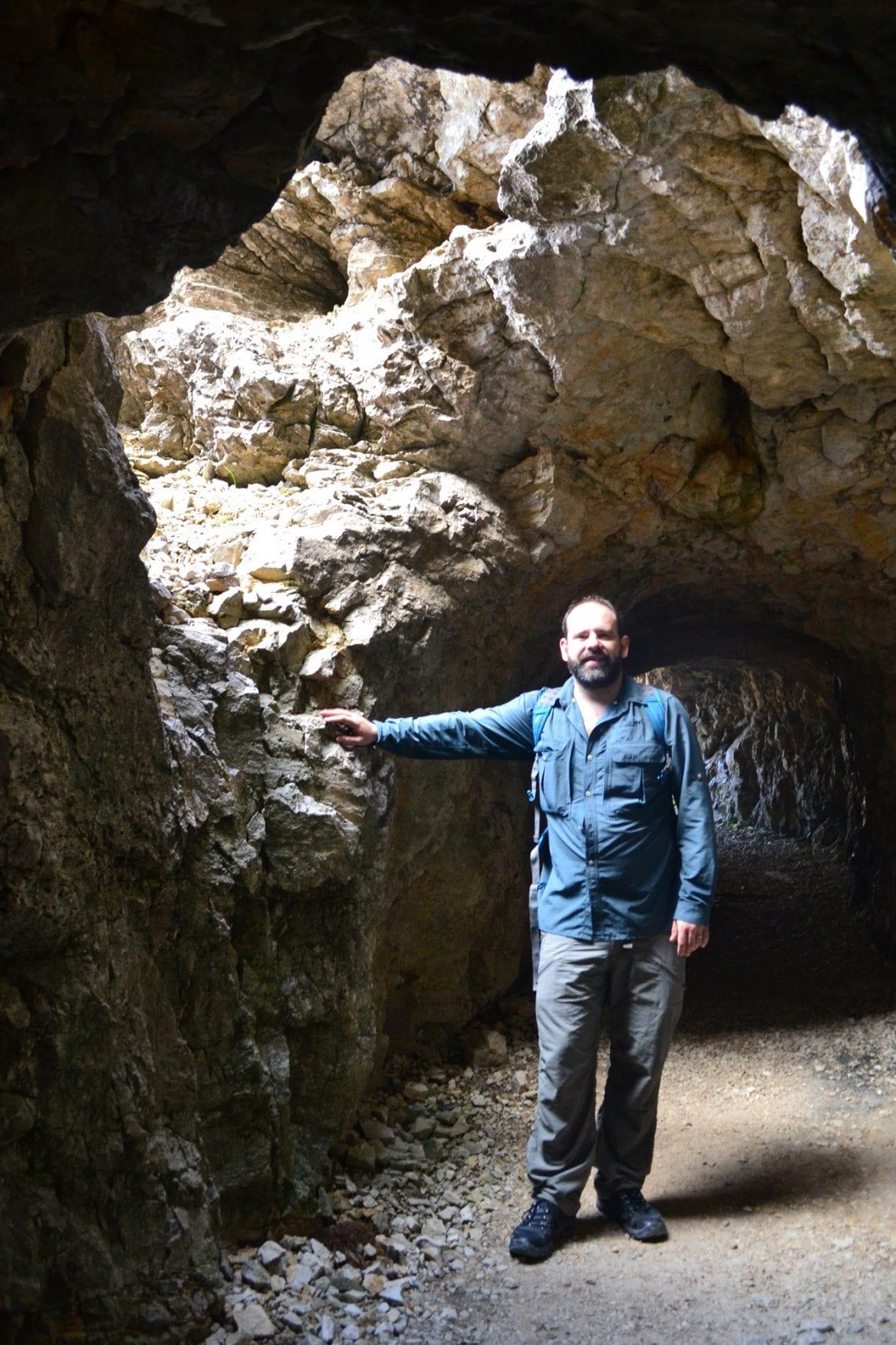 strada 52 maz posing in the tunnel