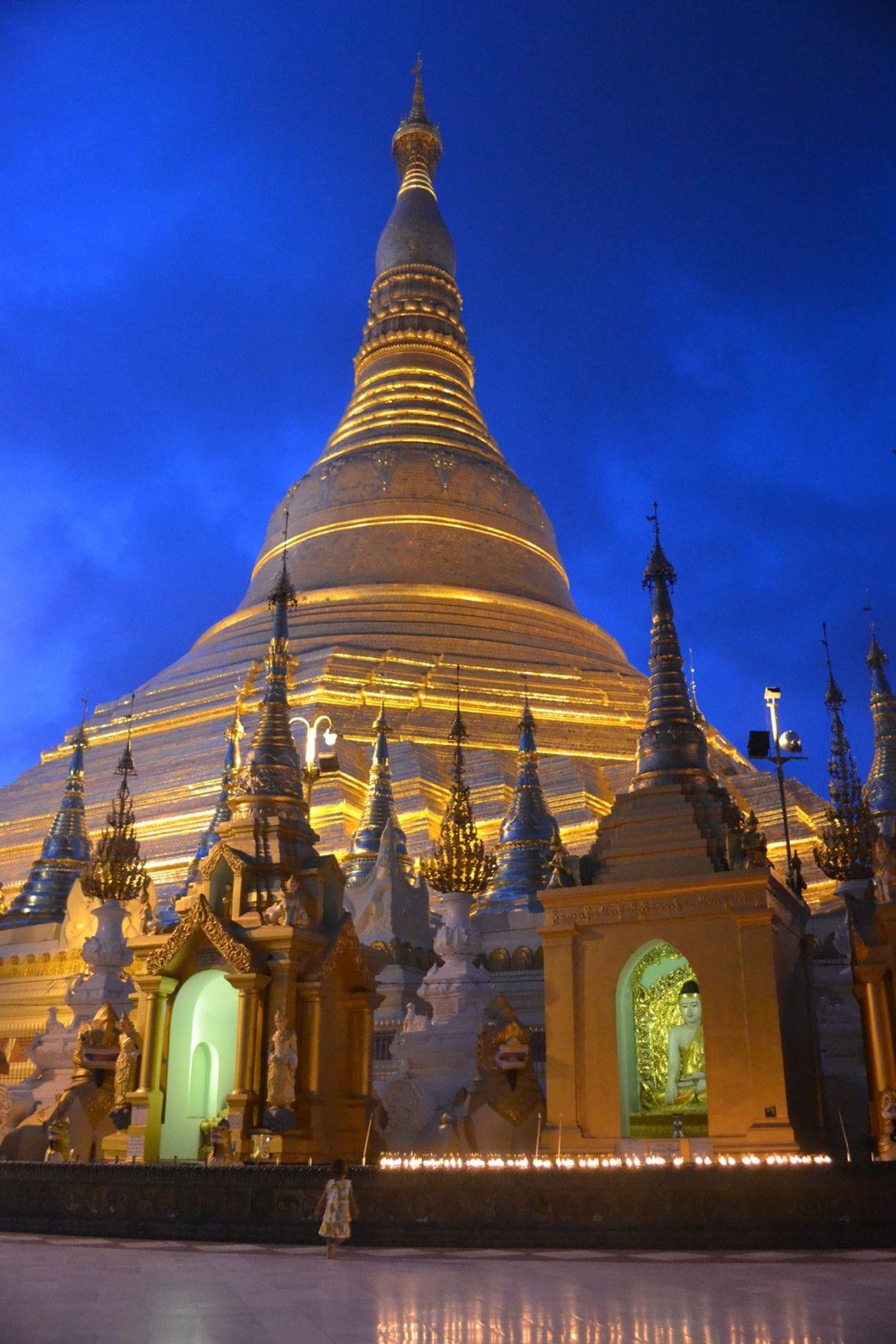 myanmar shwedagon pagoda at night