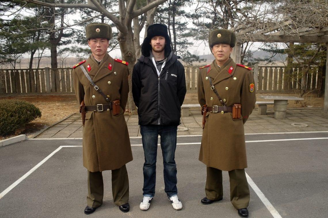 north korea dan with soilders