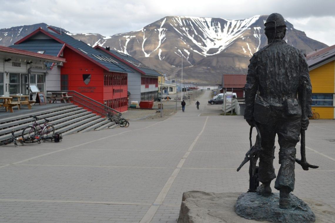 svalbard miners statue in town