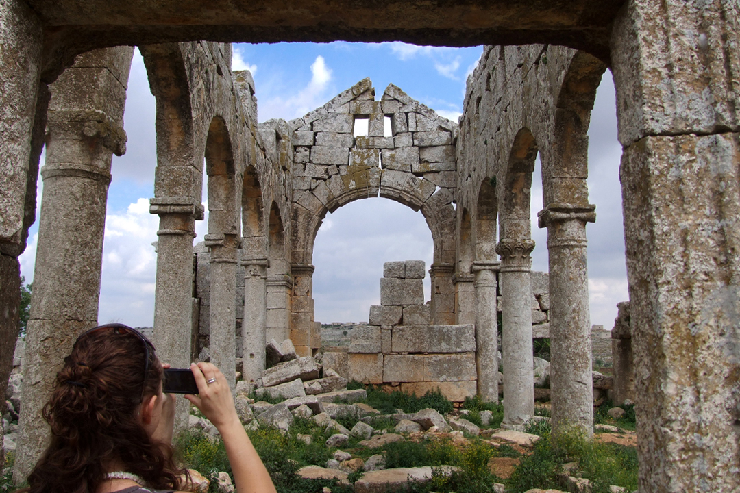 syrian dead cities emma taking photos